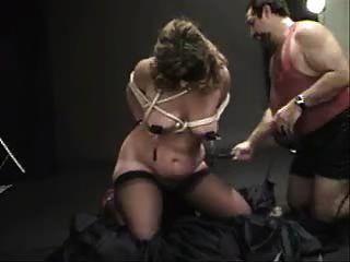 clamped बाध्य और spanked