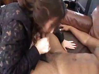 परिपक्व सेक्सी एक चौकीदार द्वारा बहकाया महिला