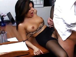 सरासर Pantyhose में Busty सचिव कार्यालय सेक्स है