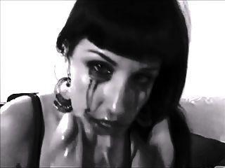वेश्या एक dildo के साथ खुद का उपयोग करता है