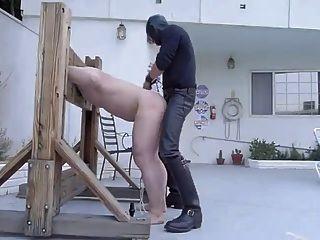कटघरा में मास्टर द्वारा गुलाम नस्ल