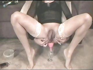 एंजेलिका मैरी पेय सह का एक गिलास रियोस