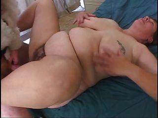 सांता डिल्डो को उसके बालों योनी के साथ बड़ी तैसा फैटी पकड़ता