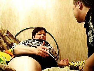 रूसी परिपक्व माँ और उसके बच्चे!शौक़ीन व्यक्ति!