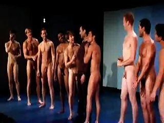 नग्न लड़कों गायन!