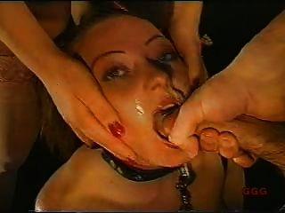 महिला मुर्गा चूसने गुलाम के रूप में इस्तेमाल किया
