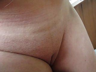 उसके स्तन, निपल्स और बिल्ली आउटडोर छू