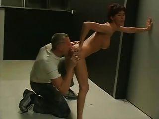 सुनसान कार्यालयों में एमेच्योर जोड़ी कमबख्त।