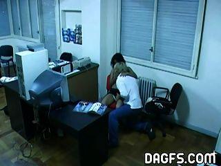 लैटिन कार्यालय बकवास छिपे हुए कैमरे से पकड़ा