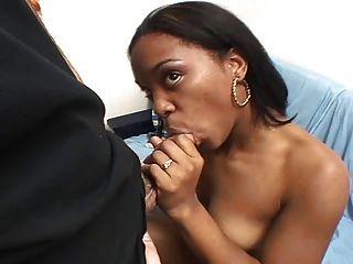 आबनूस शौकिया रेनी चुंबन
