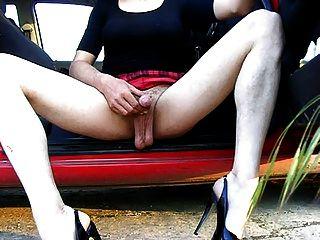 crossdresser ऊँची एड़ी के जूते में wanking