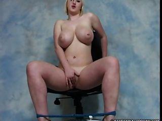 किशोर Ashlee पर भारी स्तन