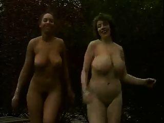 सेक्सी स्तन के साथ सेक्सी लड़कियों