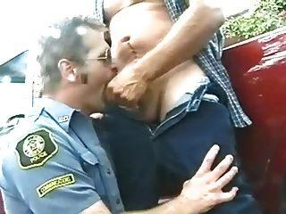 चरवाहे और पुलिस - वर्दी में पुरुषों