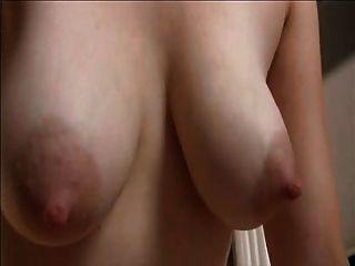 बालों वाले योनी और saggy स्वादिष्ट स्तन के साथ मिठाई माँ