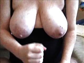 Handjob और उसके स्तन पर सह