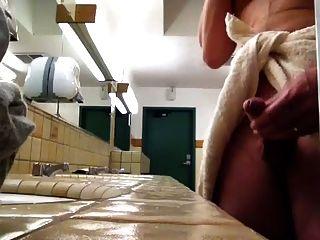पब्लिक टॉयलेट में wanking
