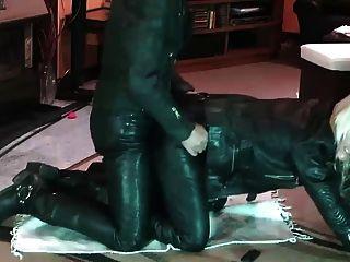 पूर्ण चमड़े सेक्स
