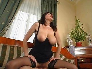 महान स्तन - सेक्सी परिपक्व - saggy स्तन - बालों बिल्ली