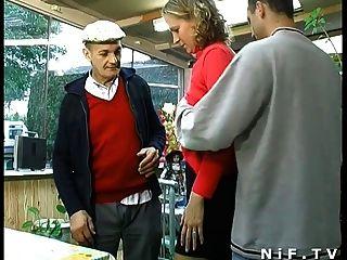 फ्रेंच गोरा मुश्किल Papy दृश्यरतिक के साथ त्रिगुट में गड़बड़