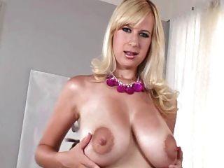 भव्य स्तनपान कराने वाली लड़कियों 5