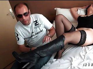 की पेशकश की है और एक जॉन डो द्वारा गड़बड़ अच्छा स्तन के साथ फ्रेंच पत्नी