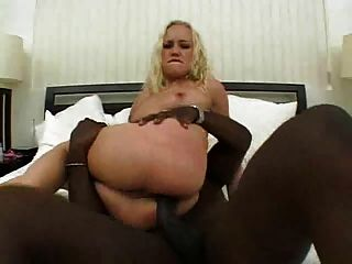 गोरा मैक्सिन उसे सेक्सी गधा # 000nt में एक बीबीसी लेता है