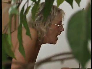 चश्मे में जर्मन परिपक्व - Thea