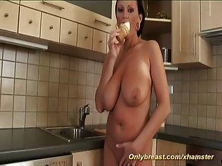 बड़े स्तन अभिनेता भानुमती