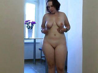 हस्तमैथुन कार्रवाई में मोटा जवान लड़की