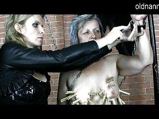 पुरानी नानी: परिपक्व Domina दादी के साथ बीडीएसएम खेल कर रही है