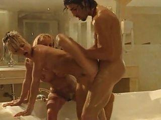 दो गर्म बी के साथ स्नान बकवास