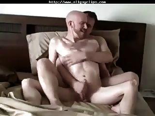 पीछे से सेक्सी handjob