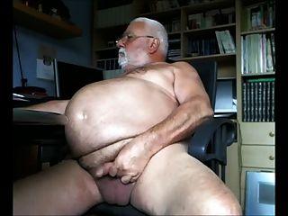 बड़ा पेट दादा कैमरे के लिए बंद झटके