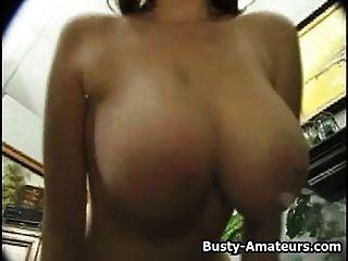 कॅथ्रीन उसकी संचिका स्तन मिलाते और कैम पर हस्तमैथुन