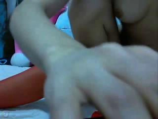 स्कीनी चीनी चिढ़ा और dildos के गुदा के साथ खेल रहा है