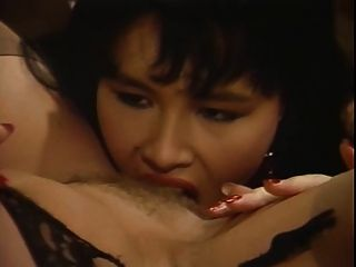 जेन बंधन Octopussy समलैंगिक दृश्य को पूरा करती है