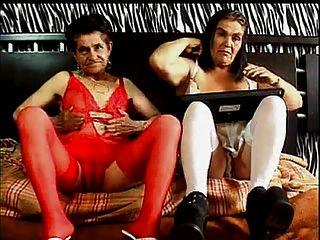 एन सांचा 2 दादी रों समलैंगिक
