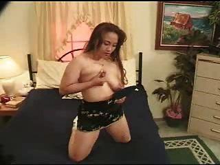 दूध के साथ एशियाई बड़ी niples