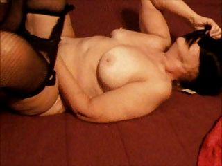 बिस्तर पर masturbating
