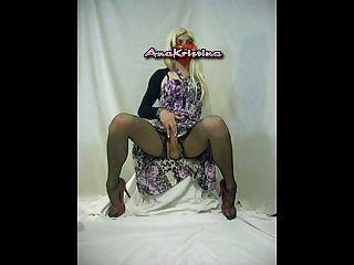 anakristina - गर्म गोरा पोशाक के तहत कुछ किया है