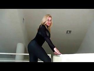 सेक्सी देवी गधे तंग पूजा जॉय