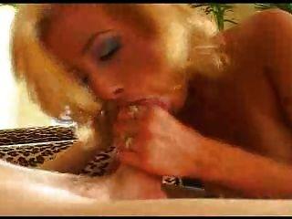 Jeanie नदियों: गुदा कार्रवाई और उसके गधे में dildo के साथ डीपी
