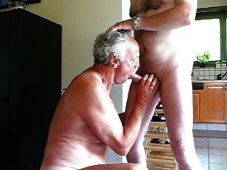 बूढ़े आदमी चूसना