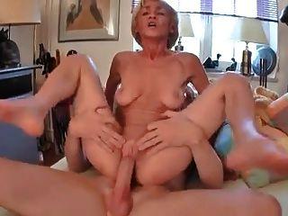 saggy दादी एक अच्छा कमबख्त हो जाता है!