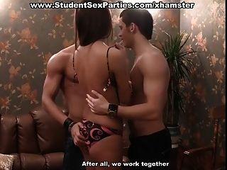 छात्र सेक्स पार्टी में त्रिगुट नंगा नाच