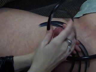 लंबी उंगली के नाखून के साथ blowjob