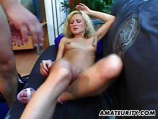 गोरा शौकिया प्रेमिका बेकार है और चेहरे के साथ fucks