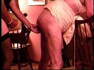 crossdresser एक बहिन वेश्या में चाचा बदल जाता है