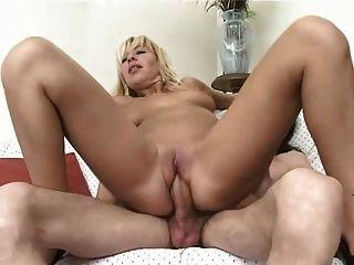 गोरा और सेक्सी इतालवी milf